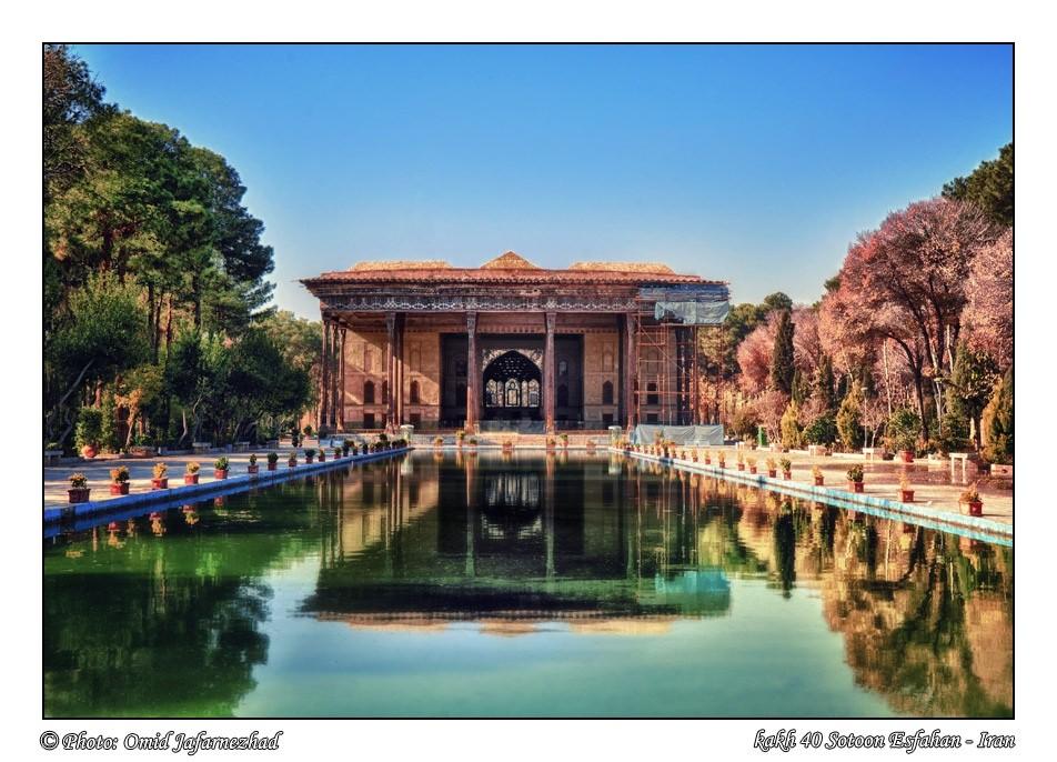 isfahan-iran-traveling-center-202-column-esfahan