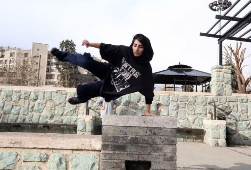 Iranian-woman-practices-parkour-Tehran