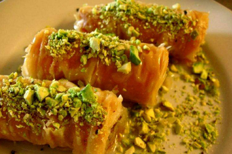 baklava-tabriz-iranian-sweet-Iran-Traveling-center